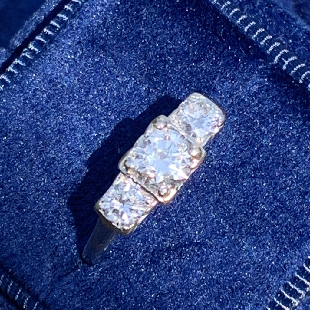 Antique 1.00 CTW Diamond Trilogy Ring in 18K Gold