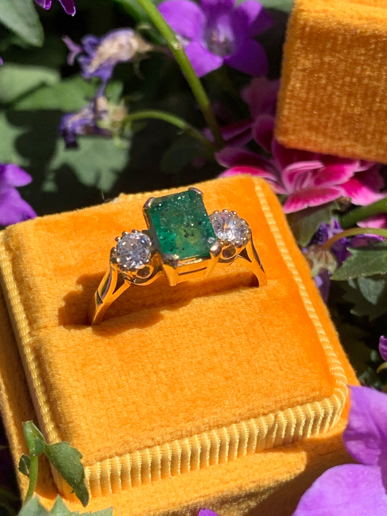 1.25 Carat Emerald and Diamond Ring in 18K Yellow Gold