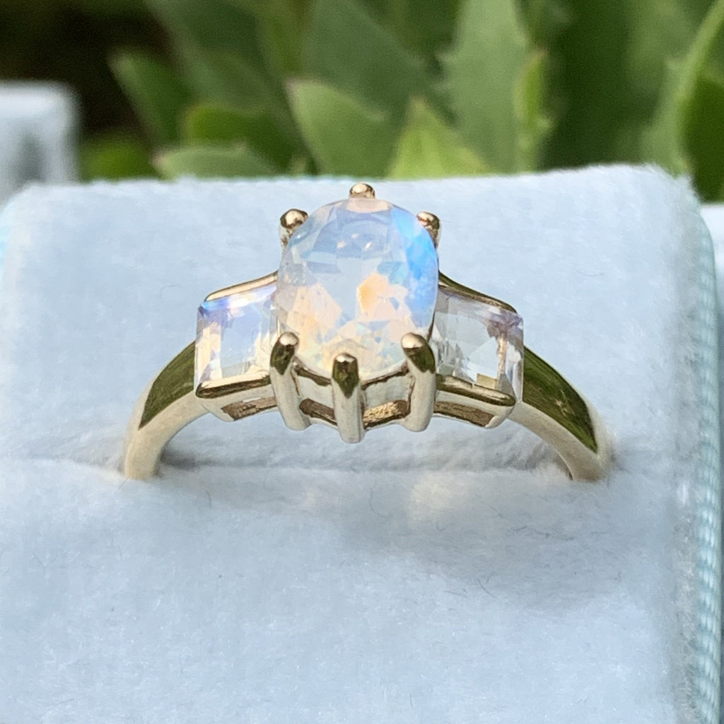 Aurora Borealis Trilogy Ring in 9K Yellow Gold