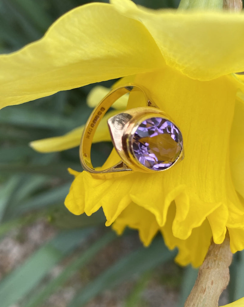 Vintage Oval Amethyst Ring in Yellow Gold