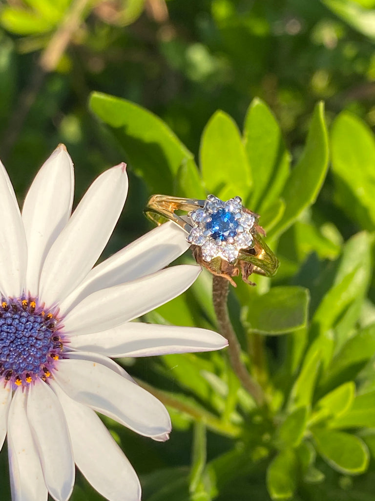 Beautiful Blue Sapphire and Diamond Ring in Yellow Gold