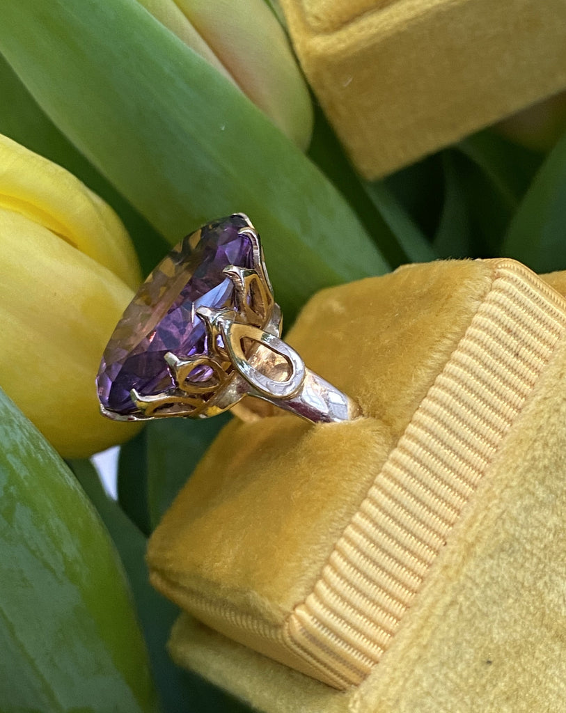 Vintage Oval-Cut Amethyst Ring in 9ct Yellow Gold