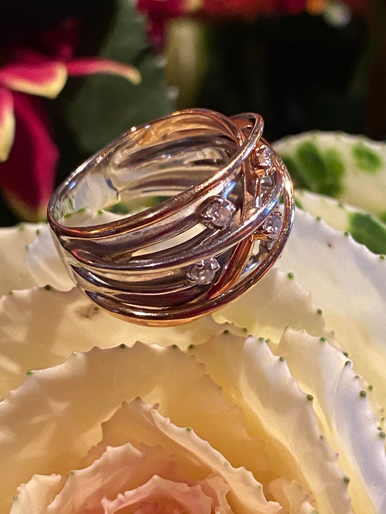 0.35 CTW Diamond and 18K Gold Swirl Ring