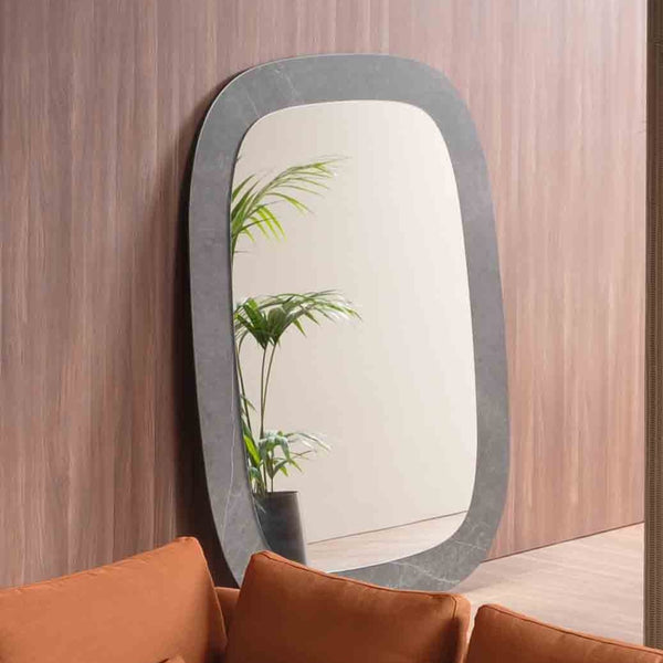 Edgeless Mirror