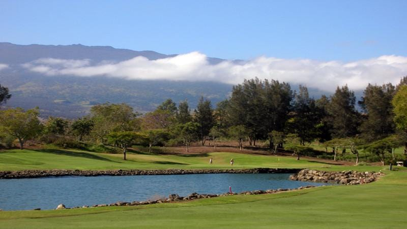 Makani Golf Club Hawaii view of lake and volcano