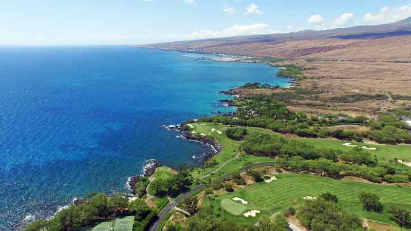 Mauna Kea Hole 3 and coast line with hawaii tee times