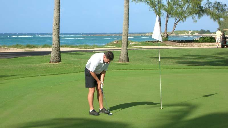 Turtle Bay Fazio 11th green putting out for birdie