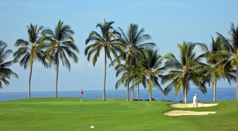 Kona Country Club Ocean 12th green directly on ocean