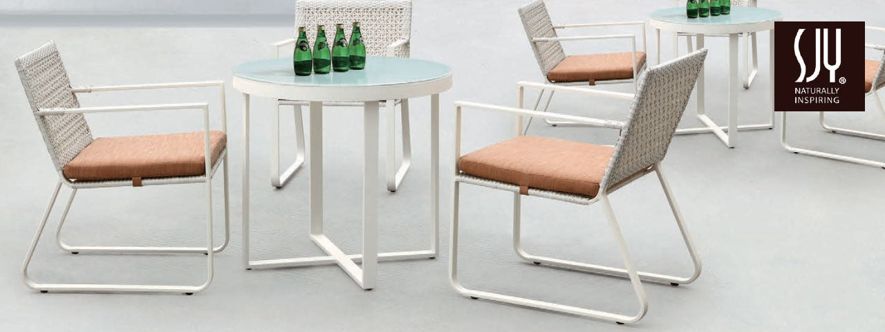 Outdoor Bar Tables and Chairs