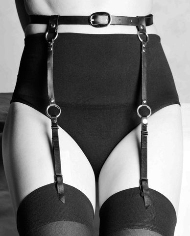 LEATHER SUSPENDER BELT