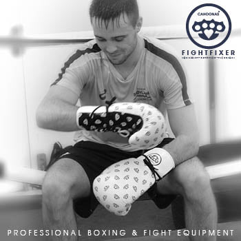 Joshtaylorboxer checking out his new Cahoonas 14oz lace up sparring gloves from our FightFixer range