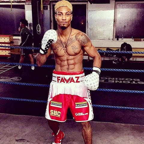 Boxing middleweight champion Bilal wears Cahoonas fightfixer gloves.