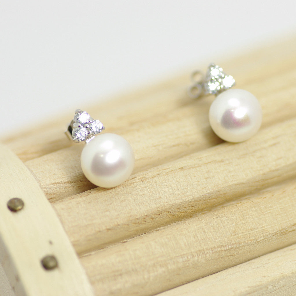 Sterling Silver Stud Earring with White Pearl, Fresh Water - 6.5mm