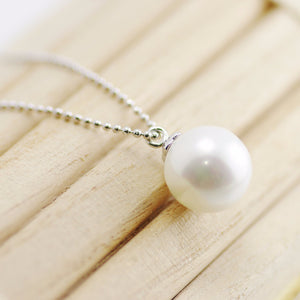 Solitaire Pearl Necklace