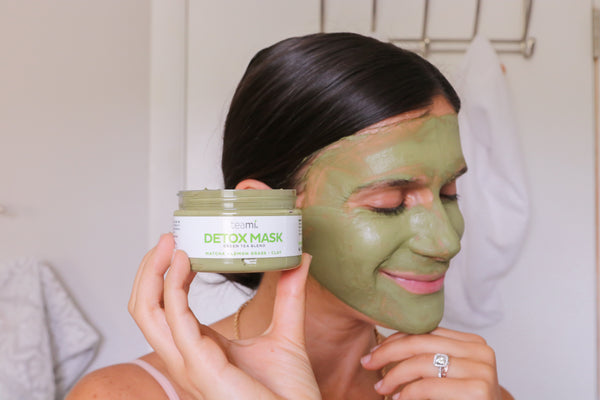 Adi with the Teami Green Tea Detox Mask on her face