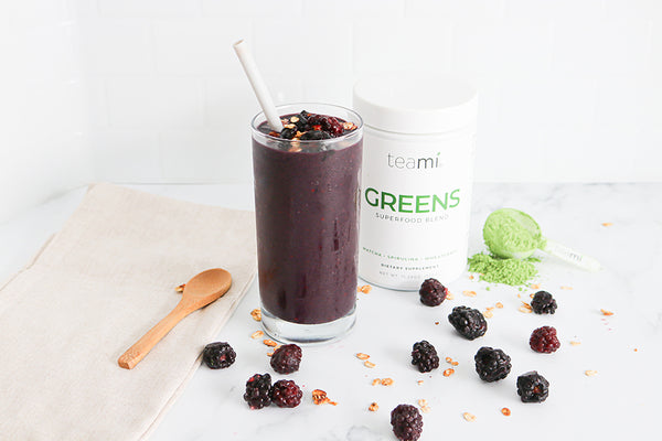 antioxidant-rich berry smoothie with greens superfood powder