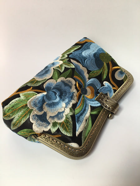 Step back in time - floral embroidered clutch