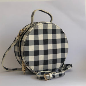 Donna in Black and White - Check round bag
