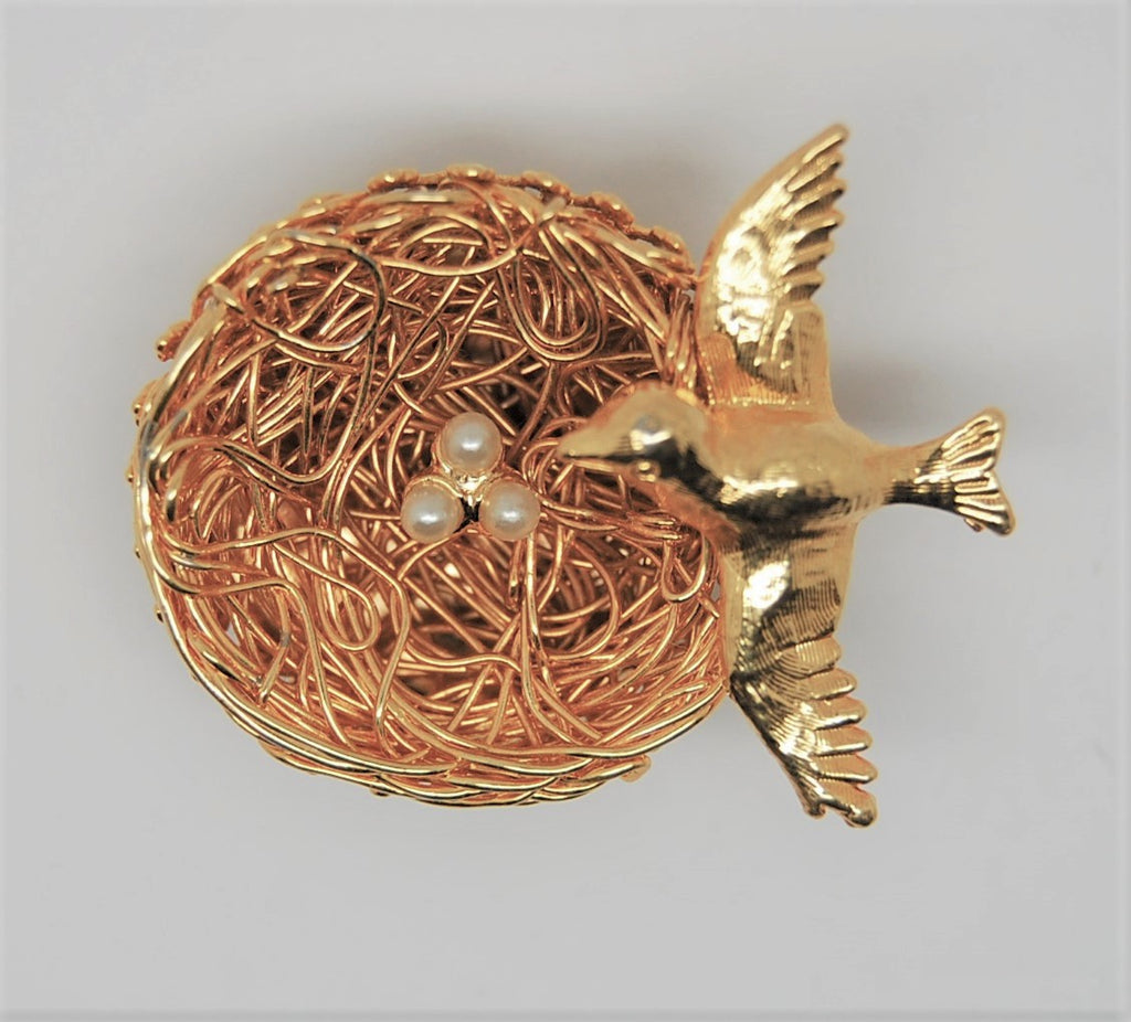 Jeanne Bird Nest Gold Wire Work Pearl Eggs Vintage Figural Pin Brooch 1950s