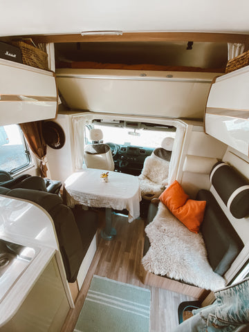 Essbereich WOMO Ahorn Camp Canada AE 2020 Sol and Pepper Vanlife