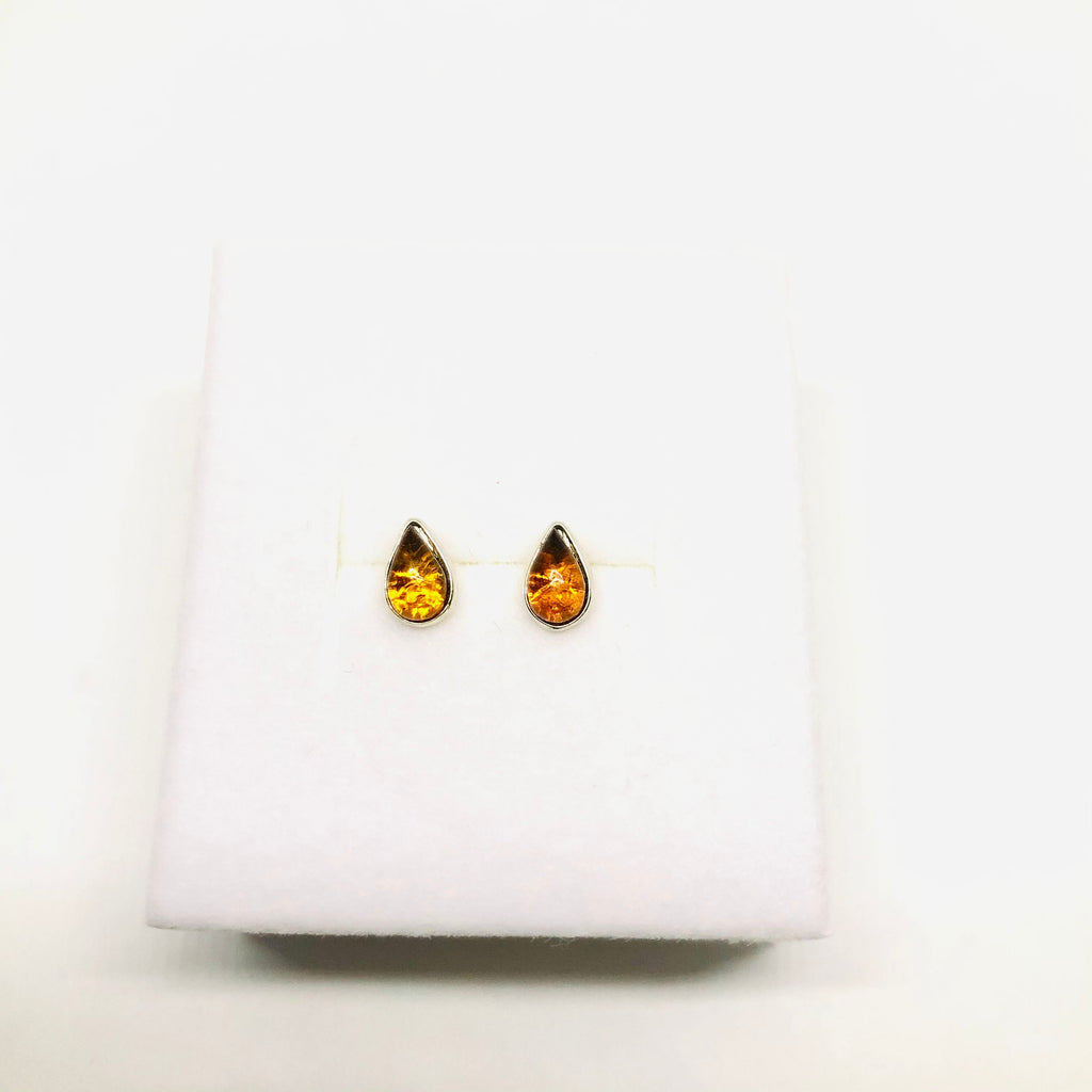 Very Small Amber Drop-shaped Stud Earrings in Cognac or Green