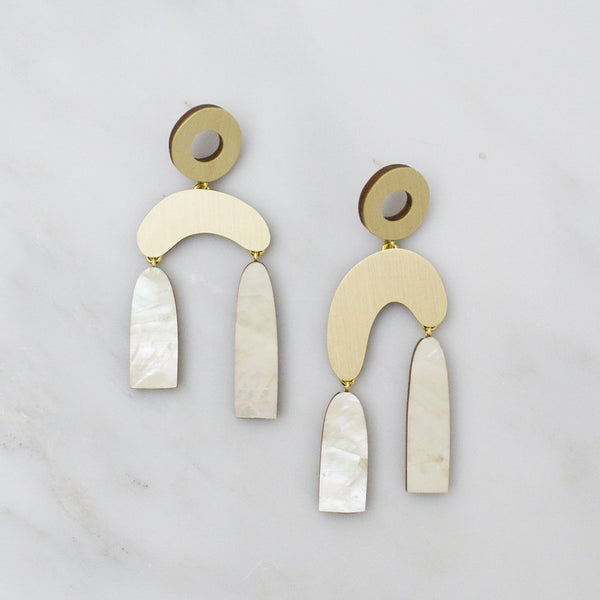 Balance Earrings - Mother of Pearl