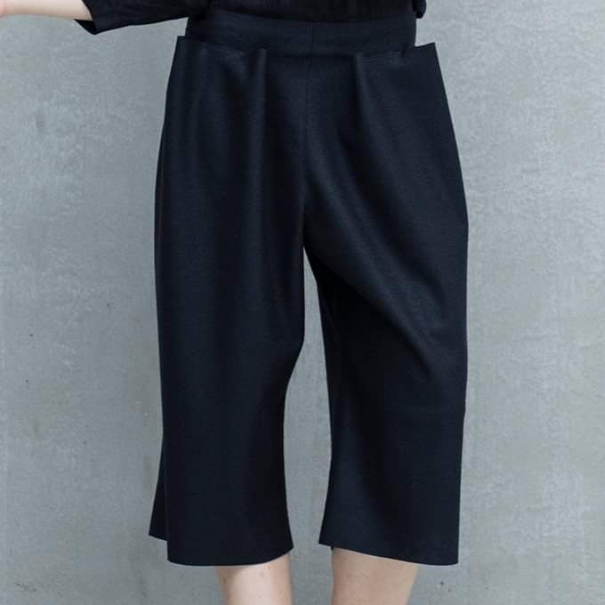 TNS-210 Black eco leather knee-length pants