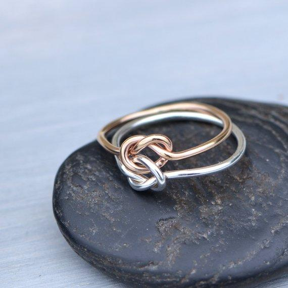 Double Knot-Shaped Ring