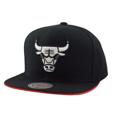 Mitchell and Ness Chicago Bulls 1990 Black/Black Snapback