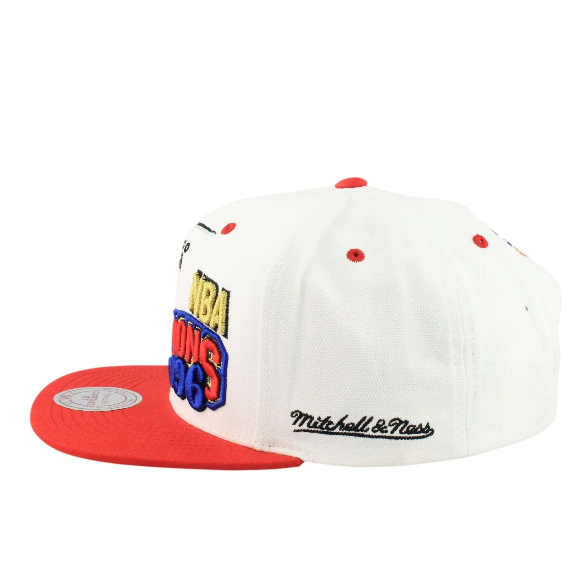 0a7ee8ac641 ... reduced mitchell and ness chicago bulls nba 1996 champions white red  snapback f82d7 7cc31