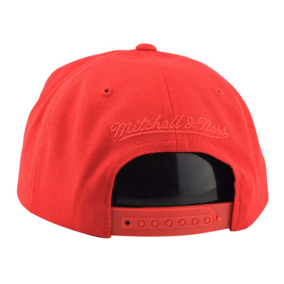 Mitchell and Ness Chicago Bulls Replay Tonal Corduroy Red/Off White Snapback