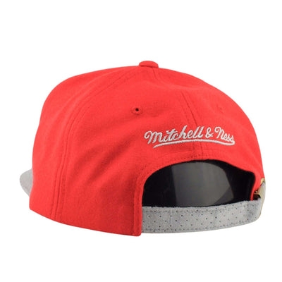 Mitchell and Ness Chicago Bulls Winter Suede Perf. Red/Gray Strapback