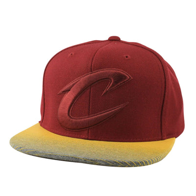 Mitchell and Ness Cleveland Cavaliers City Undervisor Maroon/Yellow Snapback