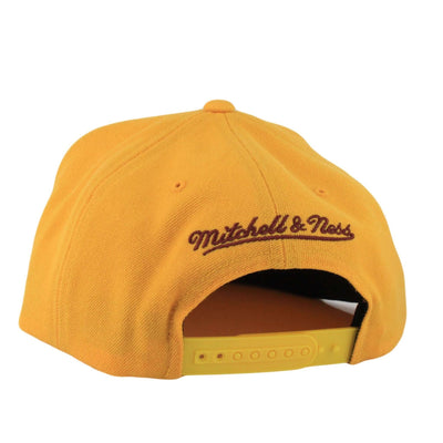 Mitchell and Ness Cleveland Cavaliers Logo Yellow/Yellow Snapback