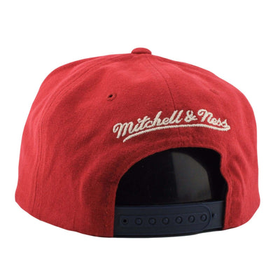 Mitchell and Ness Cleveland Cavaliers Sandy Off White Red/Navy Snapback