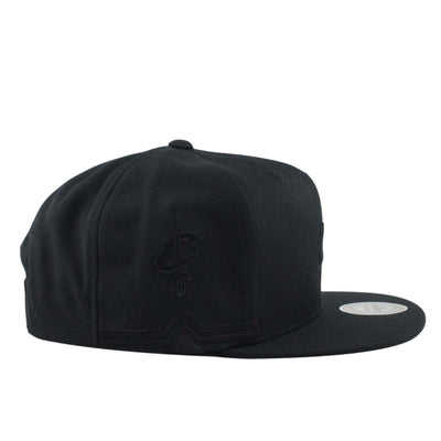 Mitchell and Ness Cleveland Cavaliers Tonal Short Hook Black/Black Snapback