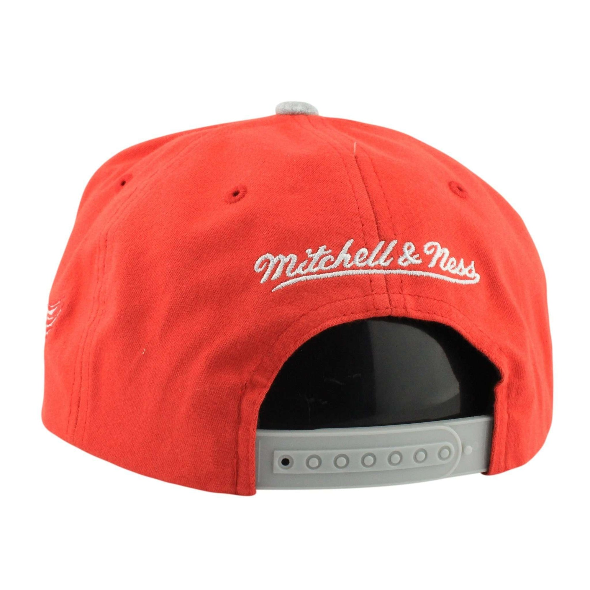new concept 16fb2 3f65d Mitchell and Ness Detroit Red Wings Training Room Red Gray Snapback