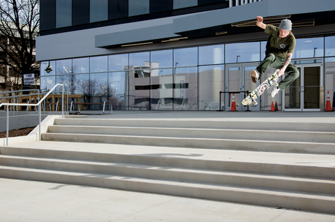 Rob Fall- No-comply 180 nosegrab photo by Damion Sanchez.jpg