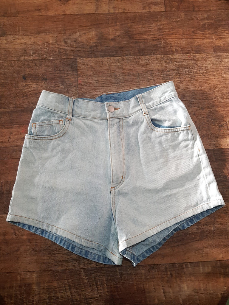 Pre-loved Zulu & Zephyr Denim Shorts with Booty Rip. Size 8