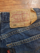 Load image into Gallery viewer, Pre-loved Levi 501s. Size 6