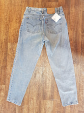 Load image into Gallery viewer, Vintage Levi's 550 - Size 31