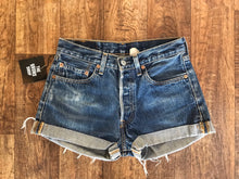 Load image into Gallery viewer, Vintage Levi's Shorts - Size 29