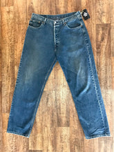 Load image into Gallery viewer, Vintage Levi's Jeans - Size 36