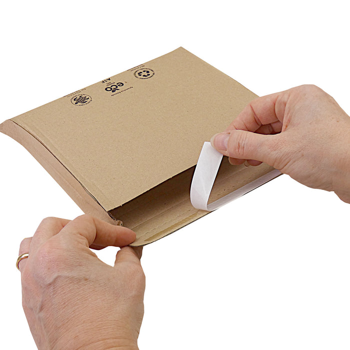 Cardboard expandable corrugated envelope for eCommerce deliveries - Amazon style envelopes