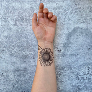 Show off your love of nature with these great temporary tattoos.  Full bloom sunflower with full bloom summer vibes.