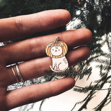 Load image into Gallery viewer, cat pin, pump cat pin, pumpkin pin, pin game, enamel pin, pins, pin rose gold, made by cooper, quote pin, majasbok pin