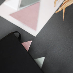Triangle sticky notes