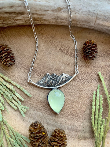 Mountain pass necklace-prenhite