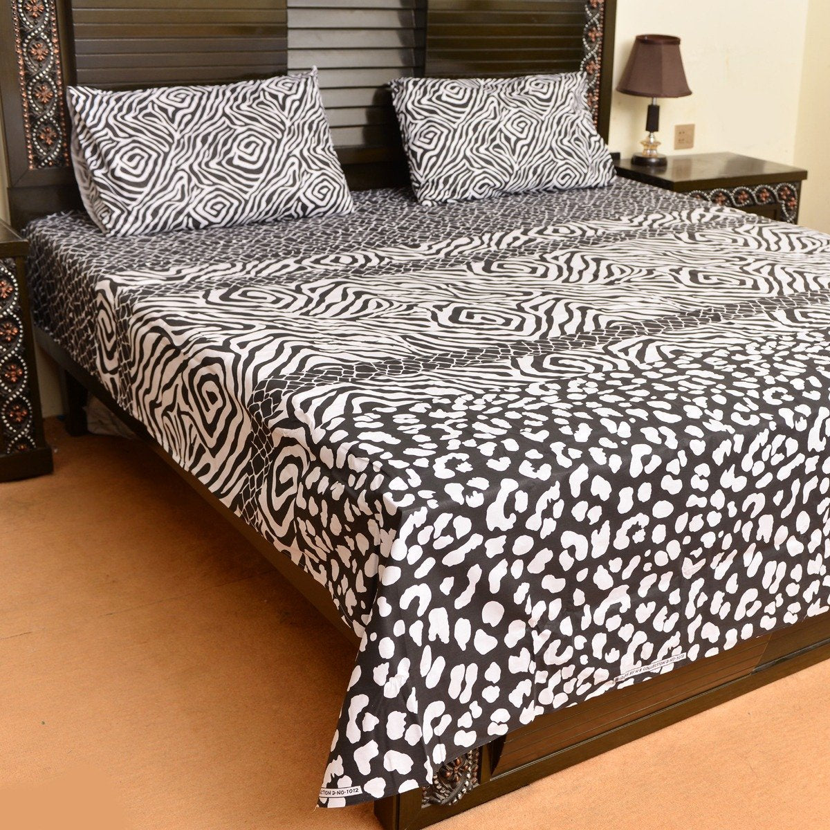 White leopard cotton bed sheet with 2 pillow cases - waseeh.com