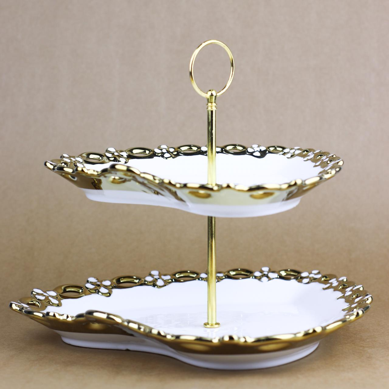 Heart shaped golden borders cupcake plate - waseeh.com